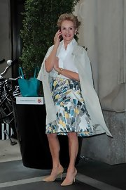Carolina Herrera was her usual classy self in a white button-down and vibrant print skirt.