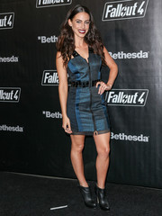 Jessica Lowndes finished off her tough-chic look with a pair of black leather booties.