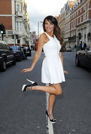 Lizzie Cundy showed off her curves in this figure-flattering sleeveless white frock with a full circle skirt.