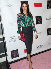Angie Harmon styled her outfit with a chic color-block jacquard clutch.