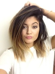 Kylie Jenner looked cool wearing this shag haircut.