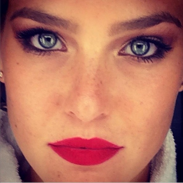 Bar Refaeli Shows Us Her Beauty Look The Week S Most