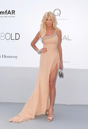Victoria Silvstedt hit the amfAR Gala wearing a pair of champagne satin peep toes shoes.