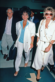 Elizabeth Taylor exuded a sporty vibe in her white pantsuit and blue shirt.