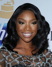 At Clive Davis' 2011 pre-GRAMMY Gala, Brandy's soft cheeks and pale lips kept the focus on her eyes. She used a rich, black liner on the upper and lower lash lines and worked a deeper shade of shadow into the crease. A soft silvery eyeshadow was used on the inner lids and under the brow bone.