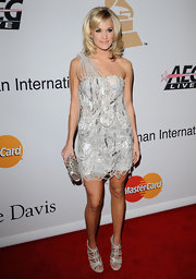 Carrie completes her chain-embellished evening look with a strappy pair of sexy silver heels.