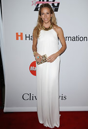 Sheryl Crow exudes elegance in a white and gold Grecian gown.