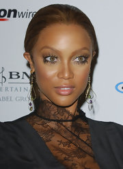 Tyra was glowing at the pre-Grammy party with a soft blush on her cheeks. And check out those lashes!