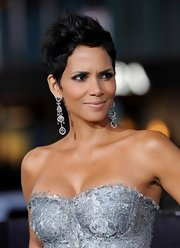 Halle Berry's lobes were the epitome of luxury at the 'Cloud Atlas' premiere—just look at those dazzling diamond earrings!