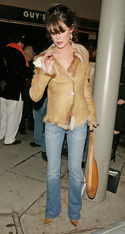 Lara Flynn Boyle looked luxuriously chic in a fur-lined tan leather jacket.