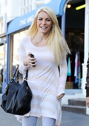 Crystal Harris went around Sydney carrying a black leather hobo bag.