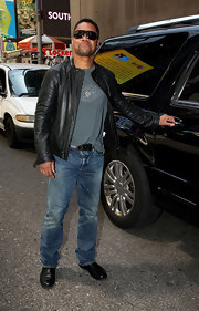 Cuba Gooding Jr. rocked a pair of sandblasted jeans for a stroll around Times Square.