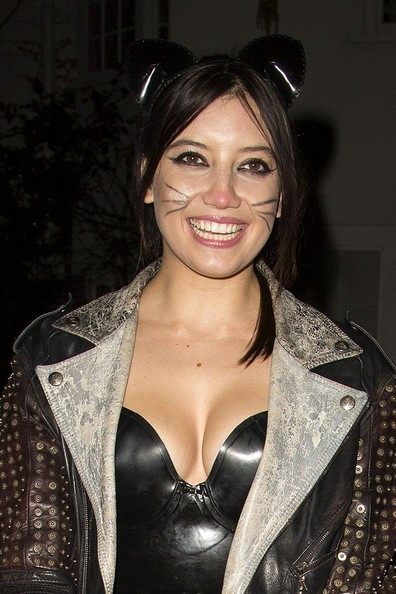 Daisy Lowe Stage Makeup []