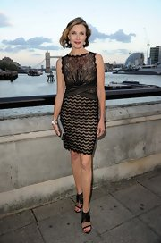 Brenda Strong looked like a breath of fresh air in this fitted lace cocktail dress.