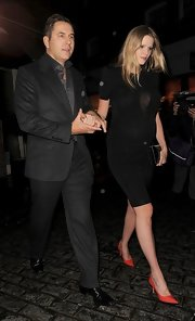 Lara Stone accessorized her all-black look with red pumps.