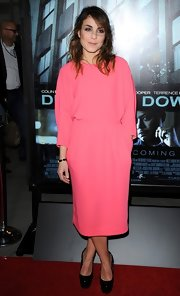 Noomi Rapace risked looking dowdy in this baggy pink dress during the premiere of 'Dead Man Down.'