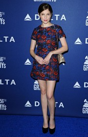 Anna Kendrick showed off her slim legs in a floral mini dress by Topshop during the Delta Air Lines Grammy party.