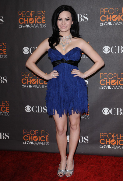 Demi Lovato Strapless Dress [arrivals,peoples choice awards,ca.,nokia theatre l.a. live,los angeles]