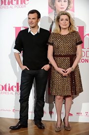 Catherine Deneuve looked demure in a pair of taupe suede pumps with rounded toes.