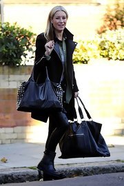 Denise van Outen was spotted carrying her goods in a large tote leather tote.
