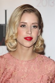 Peaches Geldof channeled old Hollywood with bright red lips and blonde curls at the Elle Style Awards.