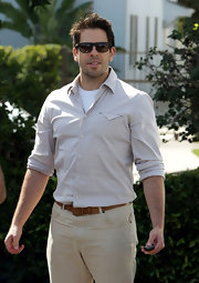 Eli Roth went for a fresh and youthful look with a beige button-down and chinos.