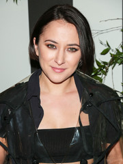 Zelda Williams wore her hair in a short bob at the LAND of distraction launch party.