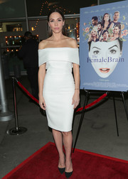 Whitney Cummings looked simply sophisticated in a white off-the-shoulder dress by Manning Cartell at the premiere of 'The Female Brain.'