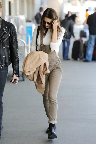 More Pics of Emily Ratajkowski Blazer (3 of 8) - Outerwear Lookbook - StyleBistro []