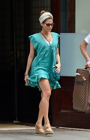 Eva kept her summertime-stroll look casual with a free-flowing turquoise day dress.