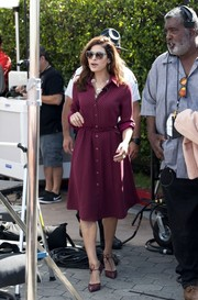 Eva Mendes was '50s-chic on 'Extra' in a plum-colored shirtdress and cat-eye sunnies.