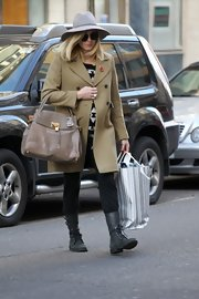 Fearne gave her right arm a serious workout with this gigantic leather purse.