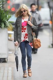 Fearne Cotton slipped on a comfy-looking pair of tan flats featuring buckled straps.