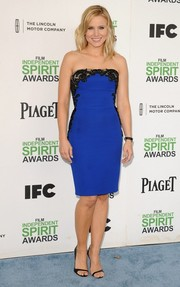 Kristen Bell teamed her dress with barely-there black open-toe shoes by Christian Louboutin.