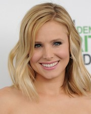 Kristen Bell looked lovely with her piecey shoulder-length waves at the Film Independent Spirit Awards.
