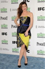 Kathryn Hahn's blue satin Swarovski clutch made an elegant complement to her dress.
