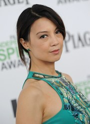 Ming-Na Wen topped off her look with an edgy loose ponytail when she attended the Film Independent Spirit Awards.