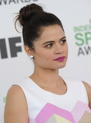 Melonie Diaz topped off her beauty look with a lovely violet lip color.
