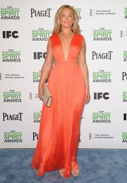 Elisabeth Rohm opted for a simple nude leather clutch by Longchamp to complement her dress.