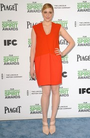 Greta Gerwig brought a shock of color to the Film Independent Spirit Awards with this red-orange Narciso Rodriguez shift dress.