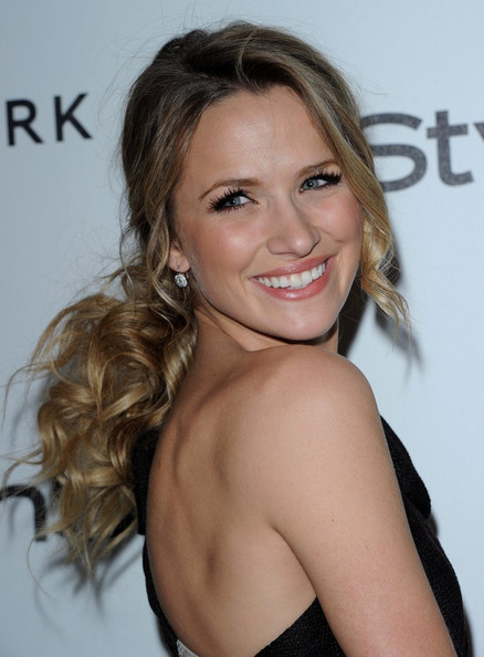 More Pics of Shantel VanSanten Sequined Clutch (1 of 8) - Shantel VanSanten Lookbook - StyleBistro