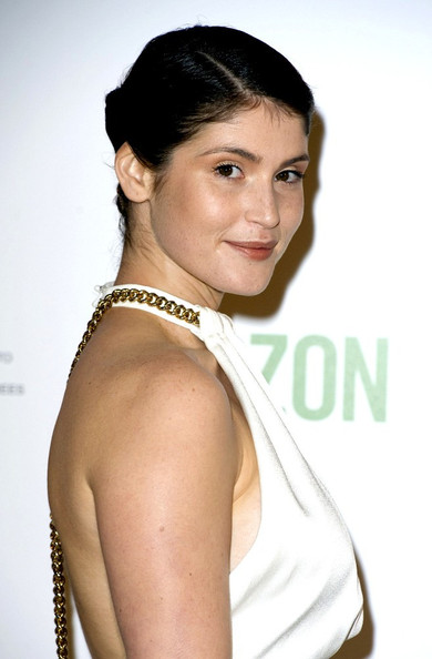 More Pics of Gemma Arterton Neutral Eyeshadow (1 of 5) - Gemma Arterton Lookbook - StyleBistro