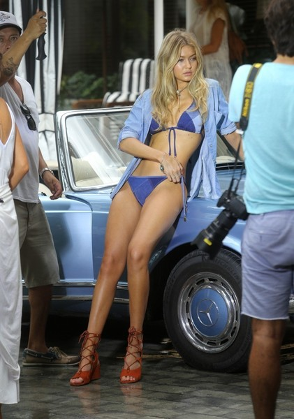 Gigi Hadid showed off her model figure in a blue string bikini by Seafolly while doing a photoshoot in Miami.