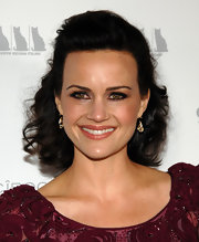 Carla Gugino styled her shoulder length locks into soft ringlet curls. She pinned her bangs back to highlight her bone structure.
