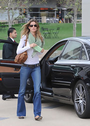 Gisele accessorized her street style look with a green scarf.