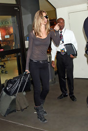 Gisele topped off her outfit with black leather boots with buckled detailing.