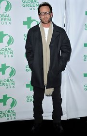 Luke Perry's gray wool coat was cool but casual on the 'green carpet' at the Global Green pre-Oscar party.
