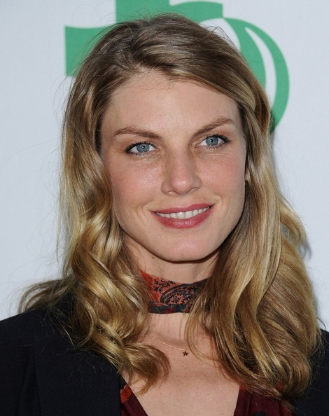 More Pics of Angela Lindvall Medium Wavy Cut (4 of 11) - Shoulder Length Hairstyles Lookbook - StyleBistro