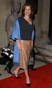 Marcia Gay Harden added a twist to her simple tee and skirt team up by wearing a popping blue scarf around her shoulders.
