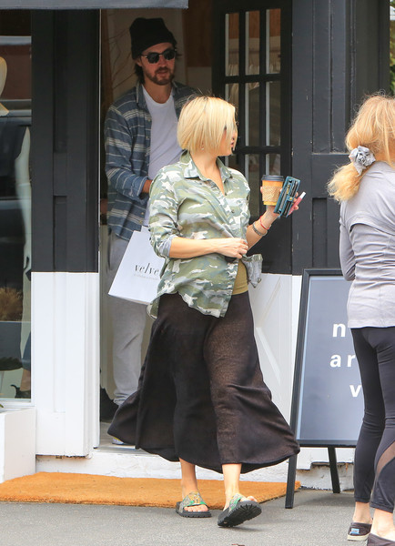 More Pics of Kate Hudson Slide Sandals Are The Summer Footwear Trend We Can't Get Enough Of (1 of 28) - Sandals Lookbook - StyleBistro []
